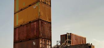 Ein Turm aus recycelten Seecontainern.