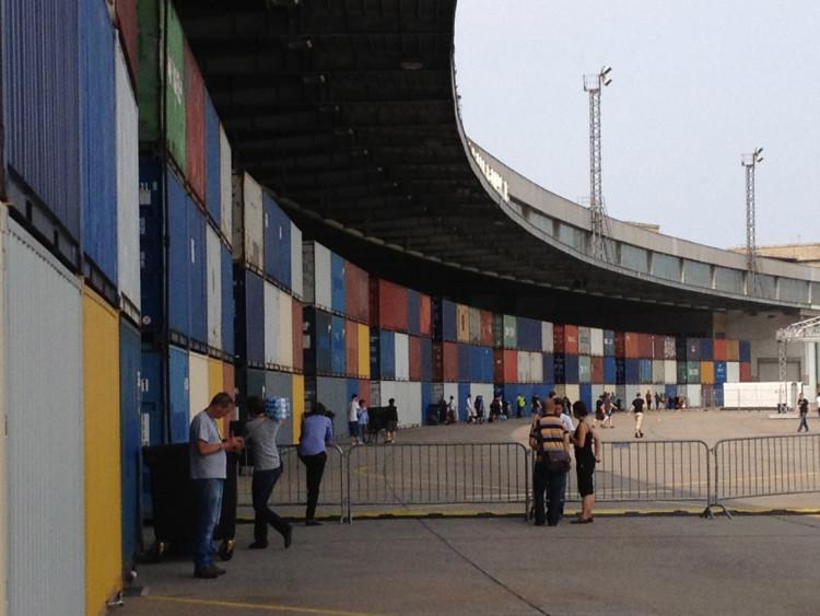 twotimestwentyfeet_Containerwall_billboard_Design_kreativ_Werbung_Container_Struktur_2x20ft_Container_Architektur_Beförderung_campus_party_werbefläche_