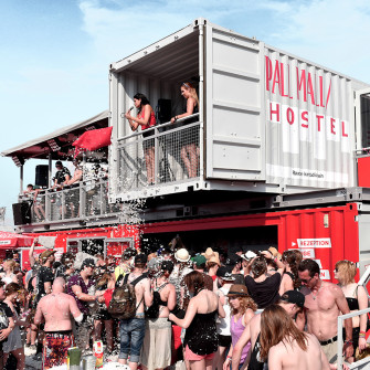 pall_mall_hostel_rock_im_park_twotimestwentyfeet_2x20ft_containergebäude_event_container