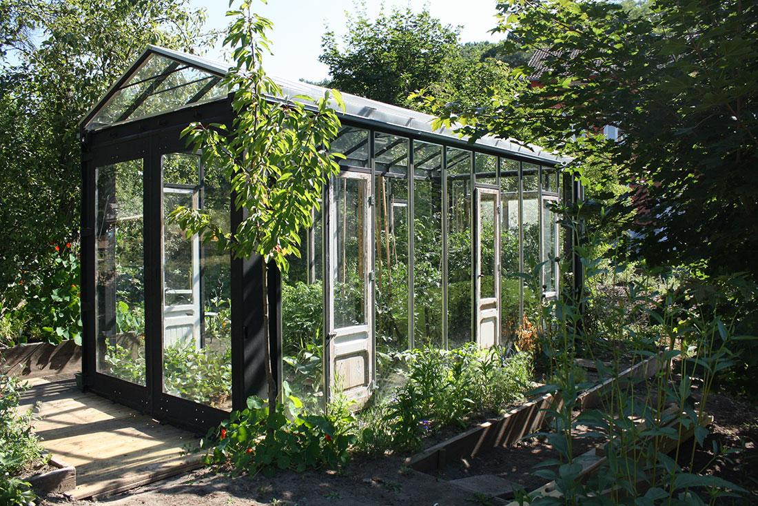twotimestwentyfeet_container_glasshouse